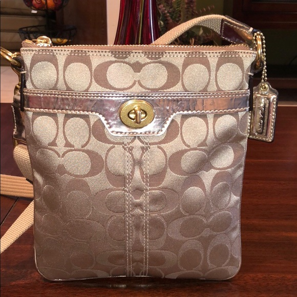 573d613d185d italy coach hamptons weekend hippie crossbody view 815b2 fbc39